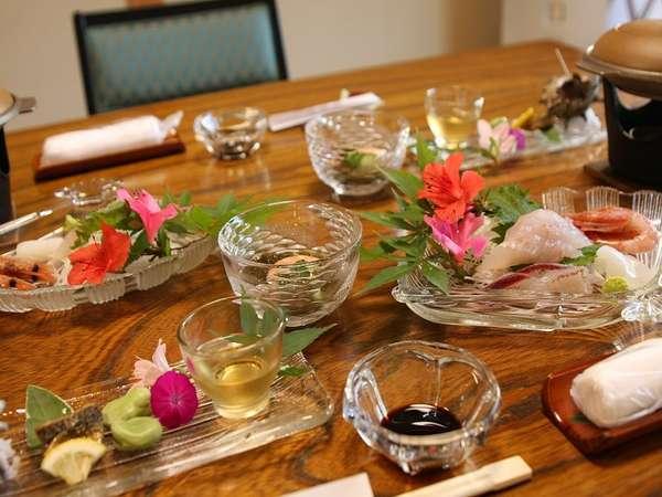 【掛け流しの木津温泉と四季の苔庭を楽しむ宿 木津館】丹後の海鮮料理とかけ流しの木津温泉と苔庭の緑をお楽しみください