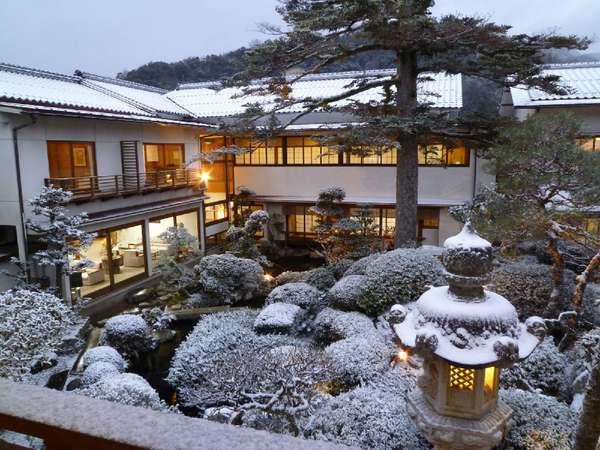 夕暮れの雪景色
