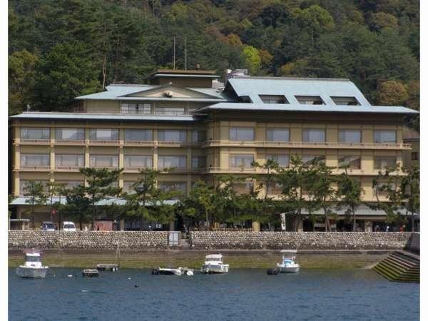 宮島桟橋と厳島神社の中間に位置するみや離宮