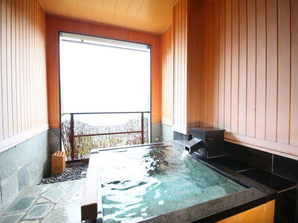 【貸切半露天風呂】(写真:月のあかり)爽やかな風を感じながらご入浴下さいませ。