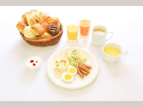 2階ラウンジにて、朝食が無料で食べる事が出来ます。