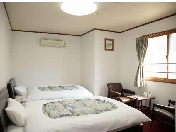 ゆとりのツインルーム。全室ホテル回線を利用したWi-fi接続可能。