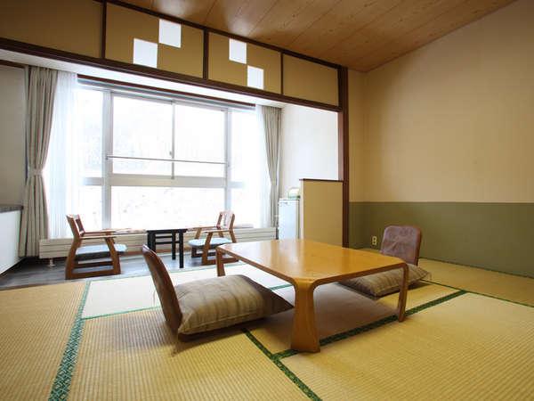 【西館和室】8~10畳の和室です