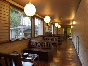 壱番館と弐番館の連絡通路に設けられたラウンジ。朝のコーヒーもここでお召し上がり頂きます。。