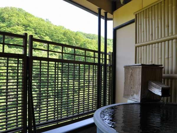露天風呂付客室 渓流と山々の眺望に癒される