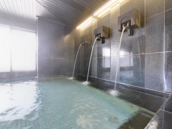 """*大浴場/天然温泉""""湯田温泉""""は、その良質な湯を求め湯治客も多数。打たせ湯で日頃のコリを解しましょう♪"""