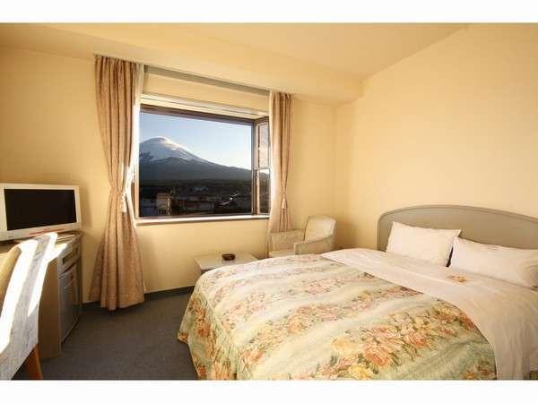カップルのお客様に人気のダブルです。ダブルのお部屋は全て4階の富士山側にございます☆(西館)