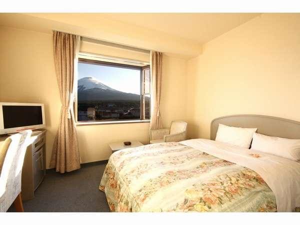 デラックスシングルのお部屋は全て4階の富士山側です。ベットサイズもダブルサイズ☆(西館)