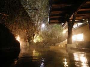 【貸切風呂】夜の「四季の湯」は幻想的な雰囲気ですよ