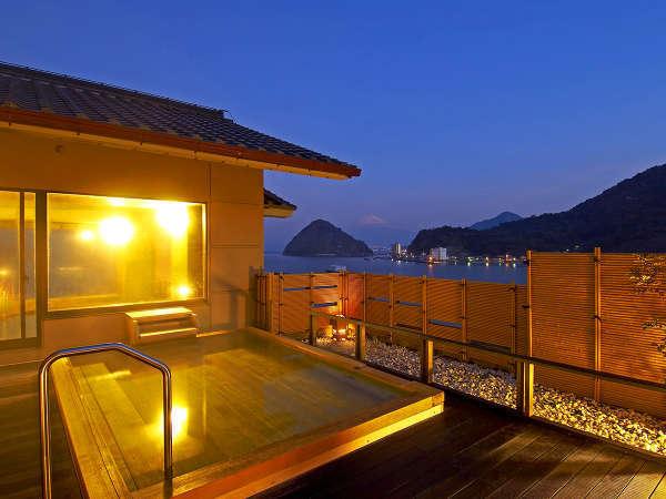 【富士の湯 露天風呂】雄大な三津の海と、その先に見える富士山。この景色は絶景です。