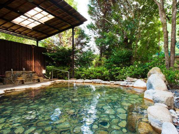 日本屈指の貸切露天風呂。6:00~23:30の時間帯で空きがあれば無料で利用できます。【予約不可】