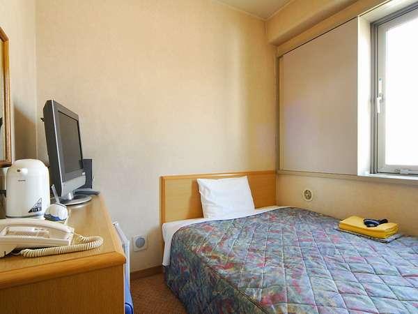 140センチ幅ダブルのベッド採用を採用したシングルルーム。♪ダブル利用も可能。
