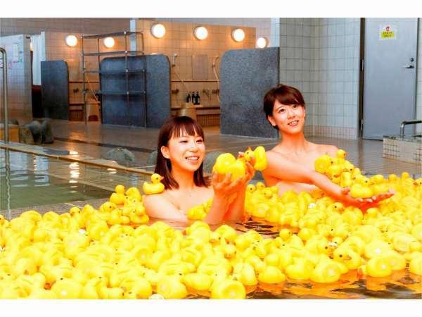 大浴場:土日はアヒル風呂開催中!200個のアヒルが浮いてます。