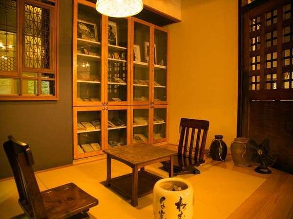 ■太宰治ミニギャラリー■太宰治が当時宿泊した川久保屋の部屋を再現したものです。