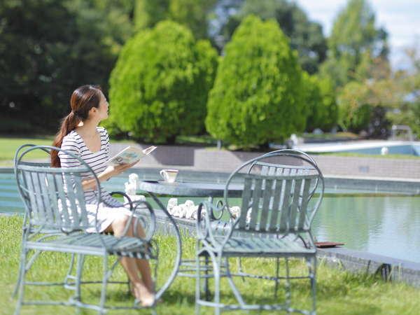 ≪緑あふれる中庭≫ゆっくり読書やお散歩もおすすめ