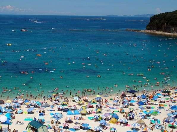 [ビーチイメージ写真]吉浜海岸まで車10分、岩海岸まで車5分。