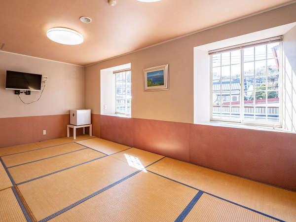 【 和室 】 ゆったりと広々とした和室。大人数でも過ごし易い空間です♪