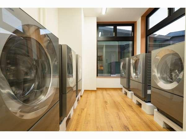 乾燥機付き洗濯機をご用意しております。24時間いつでもご利用していただけます。