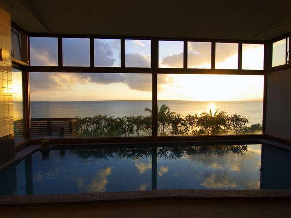 パノラマで海を望む露天風呂付展望大浴場【営業時間/6:00-8:30/16:00-23:00】
