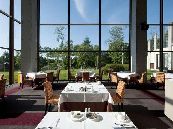 青空をご覧頂きながらのお食事 レストラン ル・プラトー