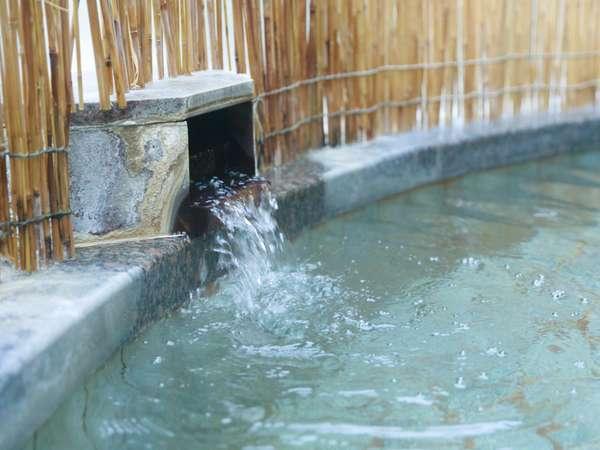 大浴場の温泉露天風呂でお肌つるすべ♪