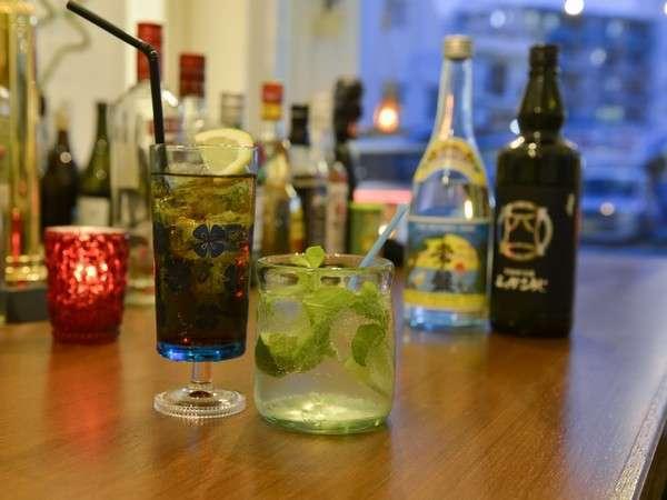 ご宿泊のお客様には漏れなく当ホテル1階のBar Vicoloでドリンク一杯サービス致します。