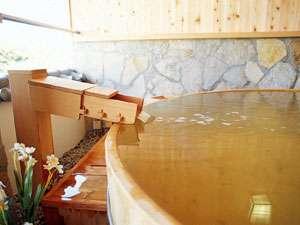大切な人、ご家族といっしょに貸切露天風呂で100%温泉のぬくもりをお楽しみください。