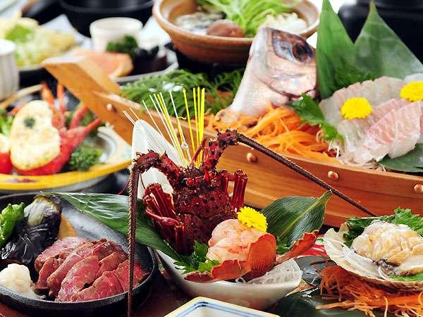 サミットで話題の伊勢エビ、アワビをはじめ高級食材の盛り合わせが人気のカップルDX満足プラン。