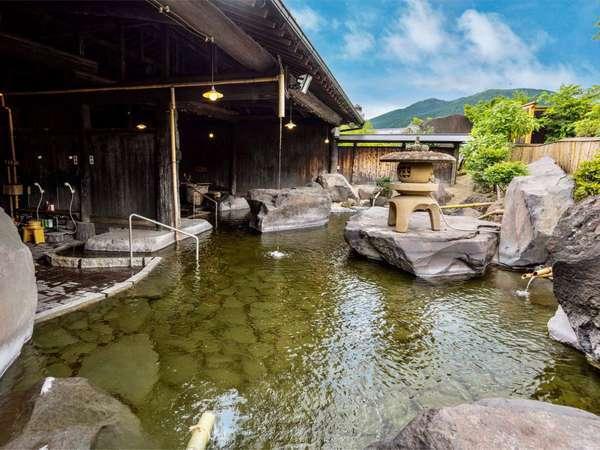【大露天風呂:雲海の湯】由布岳を望みながらゆったり温泉をお愉しみください。