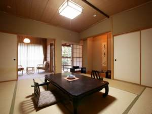 新館(東館)タイプの客室は、12.5畳と次の間があり、ゆとりのある造りになっております。