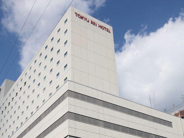 新大阪から電車で4分、大阪梅田から電車で11分、江坂駅前のホテルです。