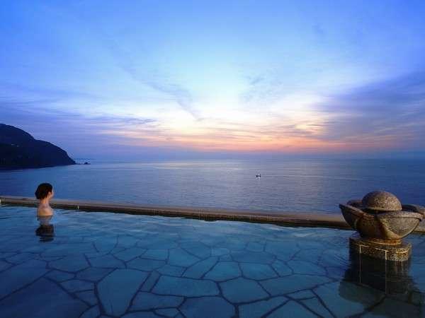 【望洋露天風呂】かつてない開放感と最上階から見下ろす海は絶景