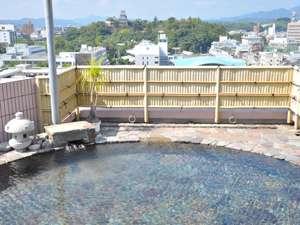 【男性用露天風呂】  本館14階屋上からは、高知城や市内を一望することが出来ます。