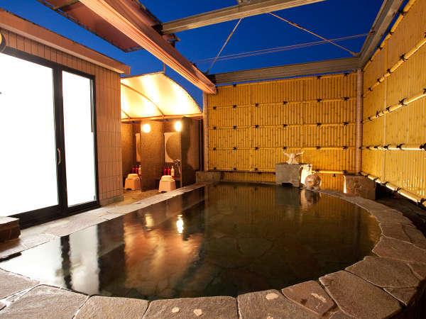 【女性用露天風呂】  別館9階でございます。夜空を眺めながらごゆっくりお寛ぎ下さいませ。