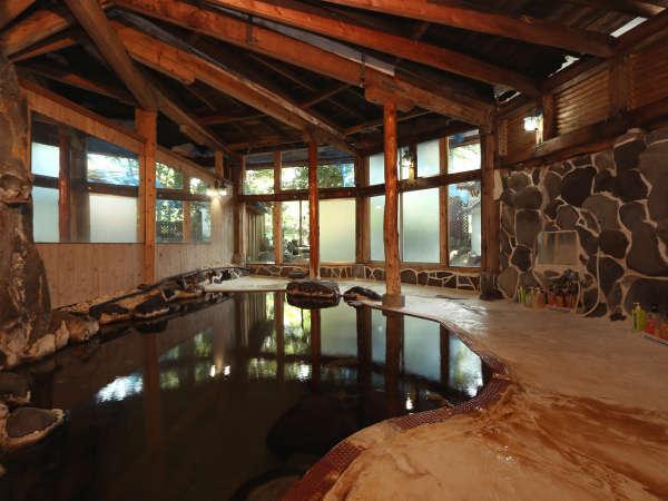 ◆湯量たっぷり~昔ながらの面影を大切にしている温泉。湯船からは常に温泉があふれ出ています。*