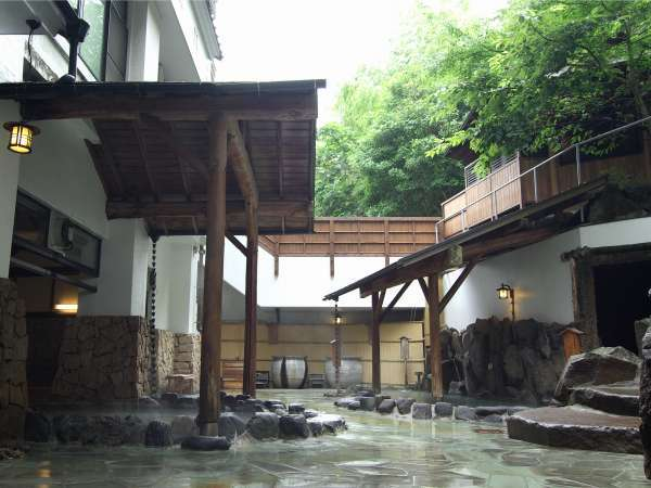 【温泉】樽風呂、檜風呂、寝湯、露天風呂など…10種類のお風呂をお楽しみいただけます。