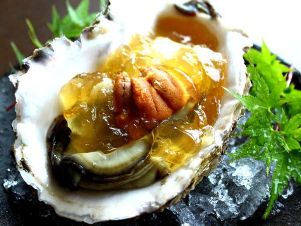 【初夏・最旬食材】 丹後産の岩牡蠣はとても大きく、濃厚な味わいをお楽しみ頂けます。