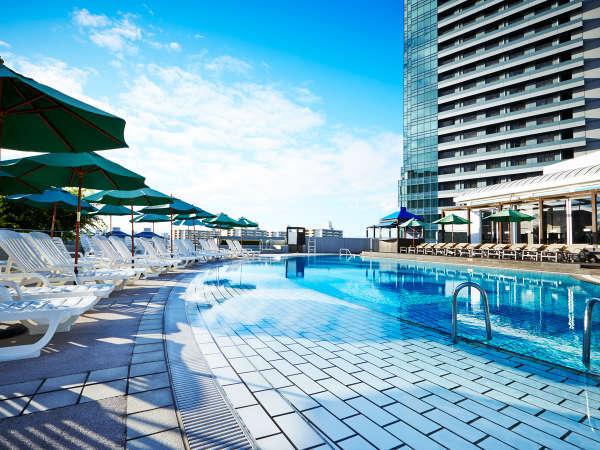 【夏季限定】夏は屋上ガーデンプールでリゾート気分をご満喫ください。