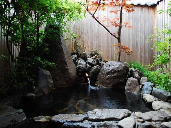 【旅館 いろは】のどかな田園風景が広がり、菊池川沿いに佇む静かな温泉宿