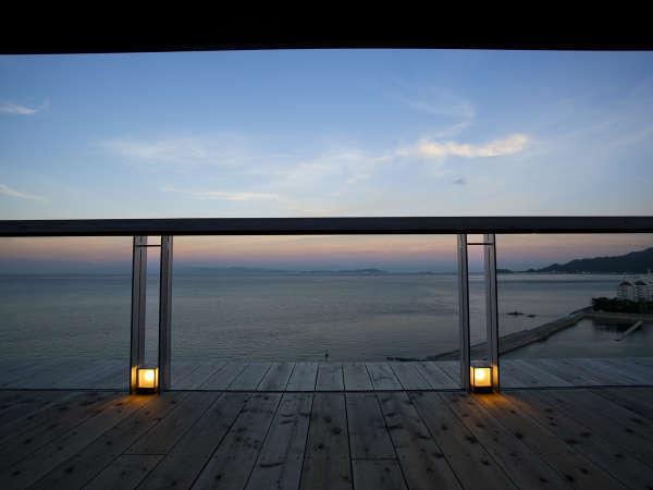 ■ 【天上の桟敷】ヴィラ楽園・ゲスト専用スカイラウンジ。展望テラスから