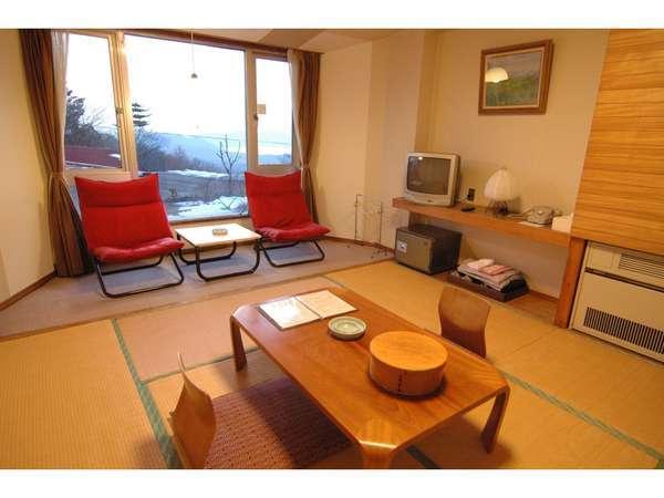 和室8畳+窓際2.5 お手洗い・洗面所付き