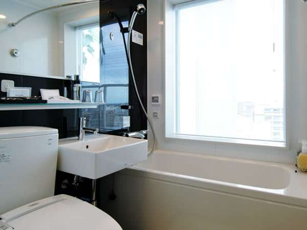 シャワーヘッドは、TOTO製ワンダービートを採用。シャワーを浴びるだけでマッサージ効果が得られます。