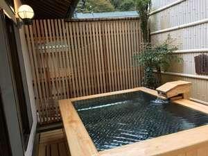 【食湯館】檜露天風呂『はなゑみの湯』。夢酔庵宿泊の方の浴場です。