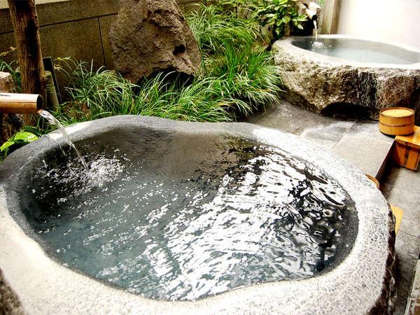 【日田温泉 日田の宿よろづや】三隈川沿いに佇む和風旅館。趣向を凝らしたお風呂と料理が自慢