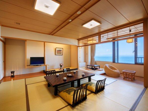 ※お部屋はゆとりのあるスペースになっており、海を眺めながらお寛ぎいただけます【12.5畳+4.5畳】