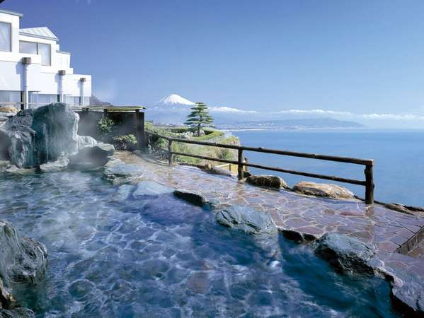 【駿河湾と富士山一望の露天風呂】