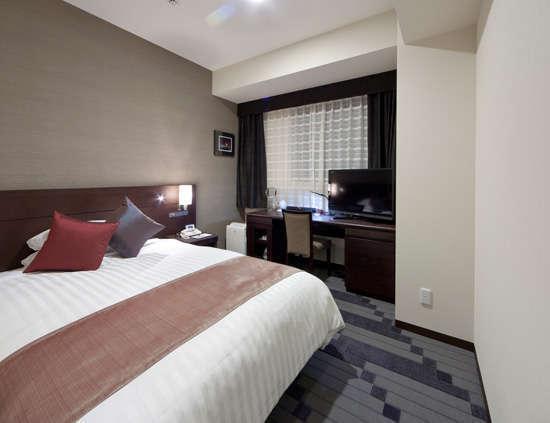 シングルルームでも広々16平米■シモンズ社製ベッド幅140cm