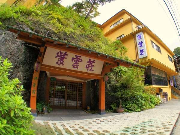 江戸時代塔の沢浮世絵のシンボル、勝驪山を玄関に構える
