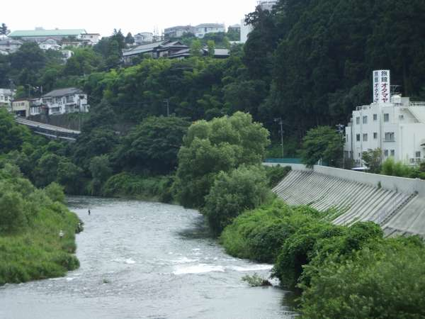 オタマヤ橋より旅館を望む