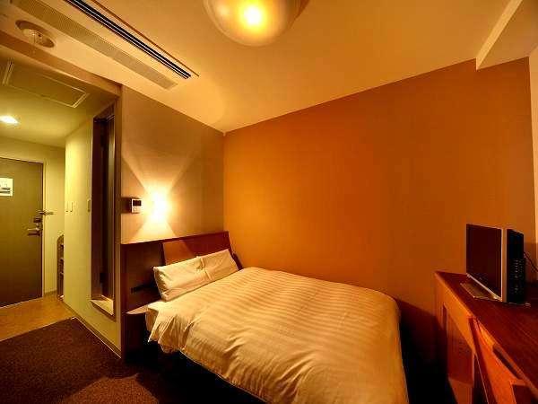 【客室】ダブルルーム(16平米・ベッド幅135cm×195cm)
